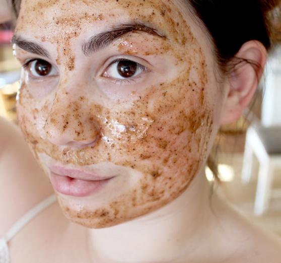 Face mask for dry sensitive skin seems